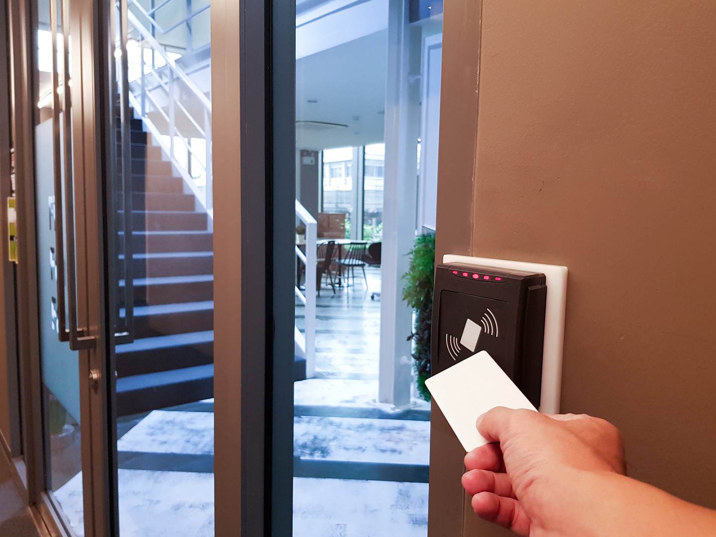 Biggest benefits of working with a commercial locksmith